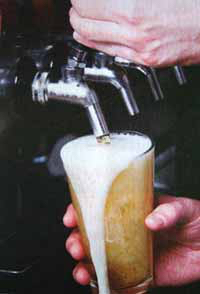 Australia facts: pouring beer from the tap