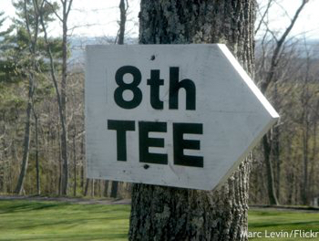 Cheap golf vacation: 8th Tee sign
