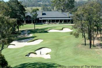 Golf Sydney: 18th tee and Clubhouse