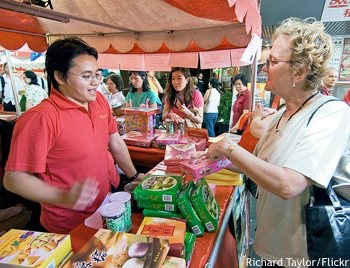 Sydney Chinese new year: purchaser and vendor at a market stall in Belmore Park