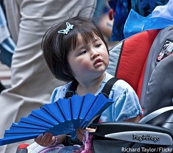 Sydney Chinese new year: young Chinese girl with blue fan