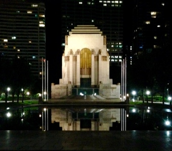 Sydney walks: Anzac Memorial and Pool of Reflection in Hyde Park