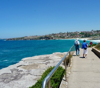 Coastal walk Sydney: view to Bronte and Coogee from coastal track